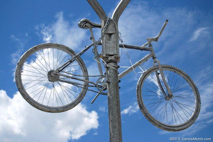 a brancura das bicicletas