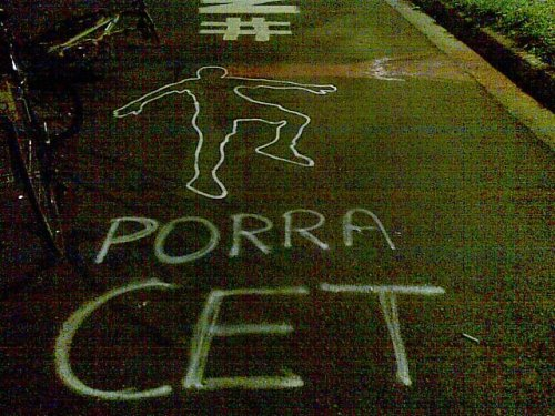 a silhueta do corpo no chão e o protesto contra os omissos - foto de felipe aragonez