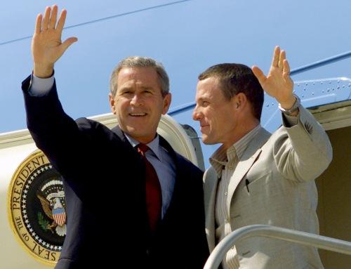 george bush & lance armstrong, um afirmou haver armas de destruição em massa no iraque, outro afirmava que não se dopava...