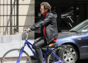 lou reed numa típica bicicleta urbana