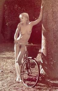 madonna, em uma das suas milhares fotos com bicicletas