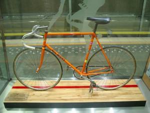 a bicicleta que eddy merckx usou para bater o record da hora em 1972. dá pra montar uma mais ou menos igual, aqui em são paulo mesmo.
