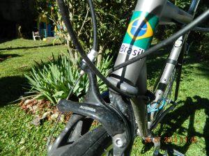 """garfo para rodas 650c mas com roda 26""""    e pneus de 1 pol. o mfreio com braço mais longo foi necessário."""