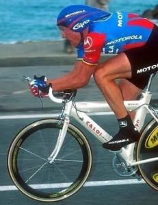 lance armstrong numa caloi que, na verdade, era uma litespeed adesivada. ambos, ciclista e bicicleta, desonestos.