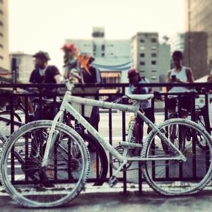 a bicicleta branca. foto de josé renato bergo.