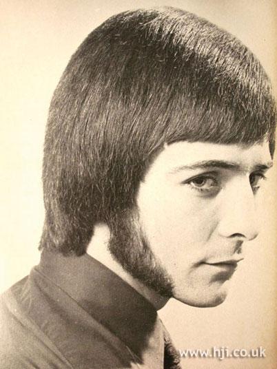 esse cabelo e essas costeletas já foram considerados padrão de beleza.