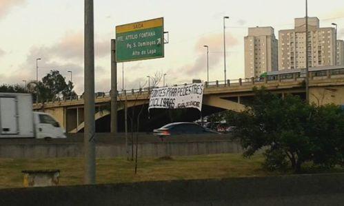 faixa na ponte da freguesia do ó, colocada por ativistas, na manhã do 22 de setembro.