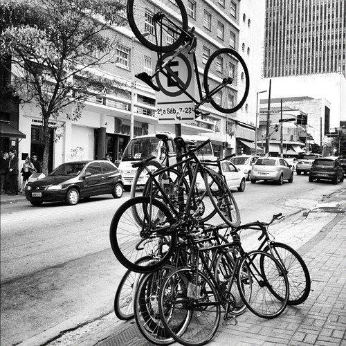 faltam paraciclos na rua augusta. foto de thiago benicchio.