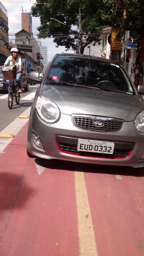 carro na ciclofaixa da rua arthur de azevedo, em são paulo. e a ciclista, onde está?  foto de roberta godinho