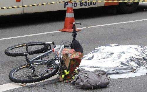minha amiga julie, na avenida paulista. uma cena triste que camila mansour magalhães da silveira quer que se repita, por todo o sempre.