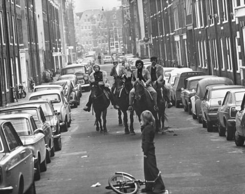 amsterdam, 4/11/1973, um domingo sem carros, caveleiros nas ruas....