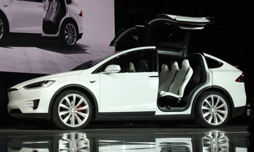 Tesla X, autonomia de quase 500 km.