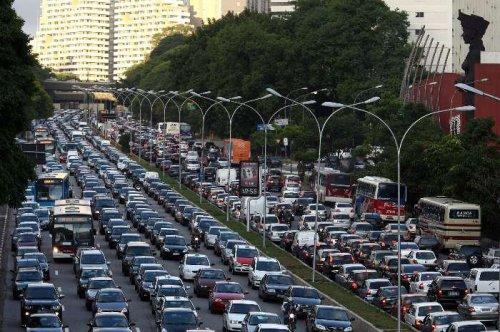congestionado na ida e na volta: todo mundo vivendo no lado errado da cidade.