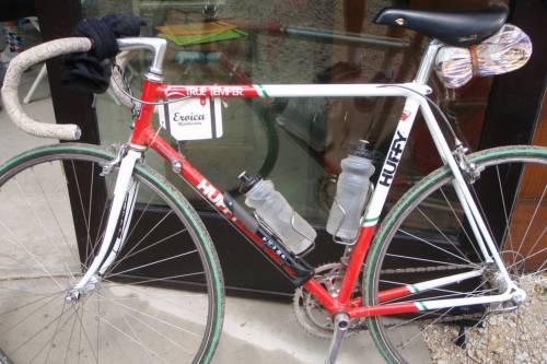 a bicicleta de andrew hampsten, na conformação que ele usou numa prova pra bicicleta para bicicletas mais antigas, l'eroica.