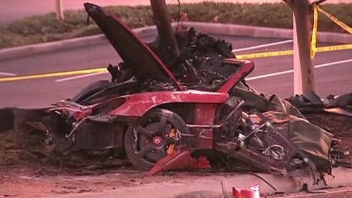 veículo ond eo ator Paul Walker (Velozes & Furiosos) morreu carbonizado após uma colisão em alta velocidade.