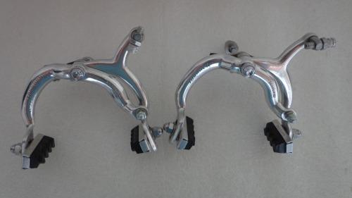antigas ferraduras Shimano Tourney de pivô central.