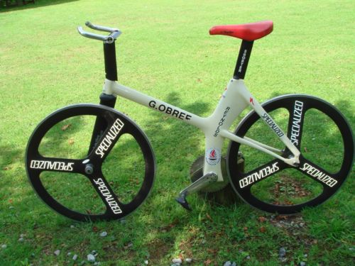 """""""Old Faithful"""", bicicleta que Graeme Obree usou em seu recorde da hora, leiloada em 214 noe-bay, atingindo10 mil libras."""
