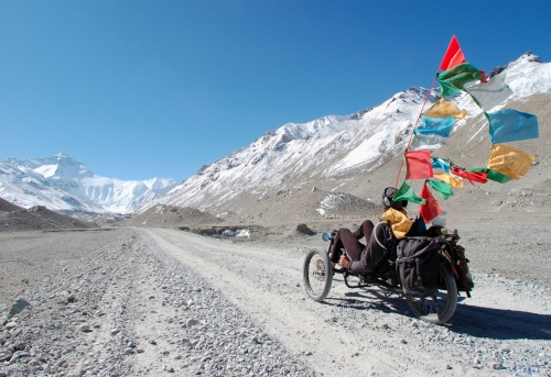 Paul Pitchard, um grande montanhista, hemiplégico após um acidente, em seu trike pelo Himalaia. Clique na foto e leia uma entrevista com ele e veja mais fotos.